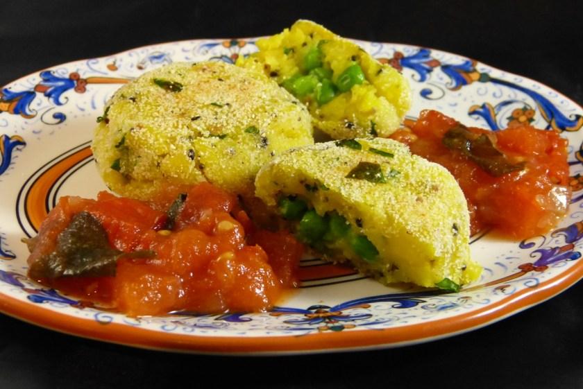 aloo tikki und tomatenchutney