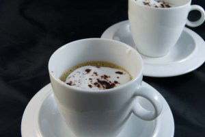 kaffeeis mit milchschaum