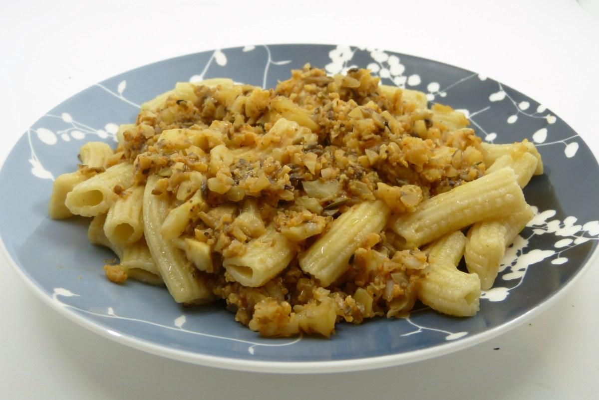"Pasta mit Blumenkohl-""Bolognese"""
