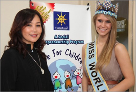 Maggie Loo with Alexandria Mills , Miss World 2010