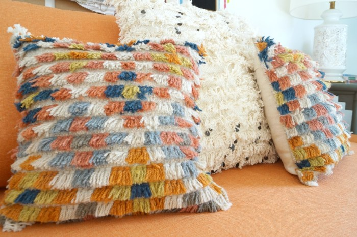 zipper-back-rug-sample-pillow-diy-decor-bohemian-shag