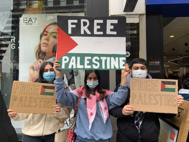 Cops Get Injured as People in London March in Solidarity of the Palestinian People
