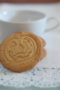 Biscotti semplici per fare colazione http://halloweenfood.wordpress.com/2011/09/27/biscotti-semplici-halloween/