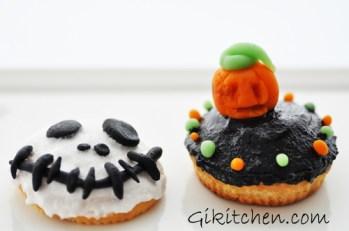Il primo Halloween non si scorda mai http://gikitchen.wordpress.com/2010/10/05/halloween-cupcakes/