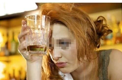 """Acude borracha a un examen y alega que se pasó con la dosis de """"Suerte líquida"""""""