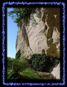 Vor der Emma Kunz Grotte