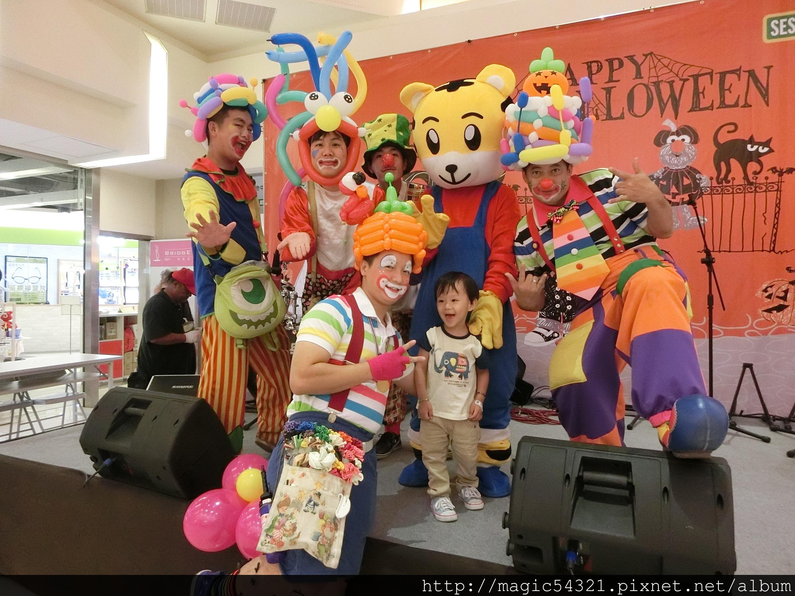 屏東環球百貨萬聖節小丑汽球秀+巧虎人偶 (2) – 魔術魂表演團隊