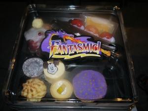 Disneyland Fantasmic Dessert Box (closed).
