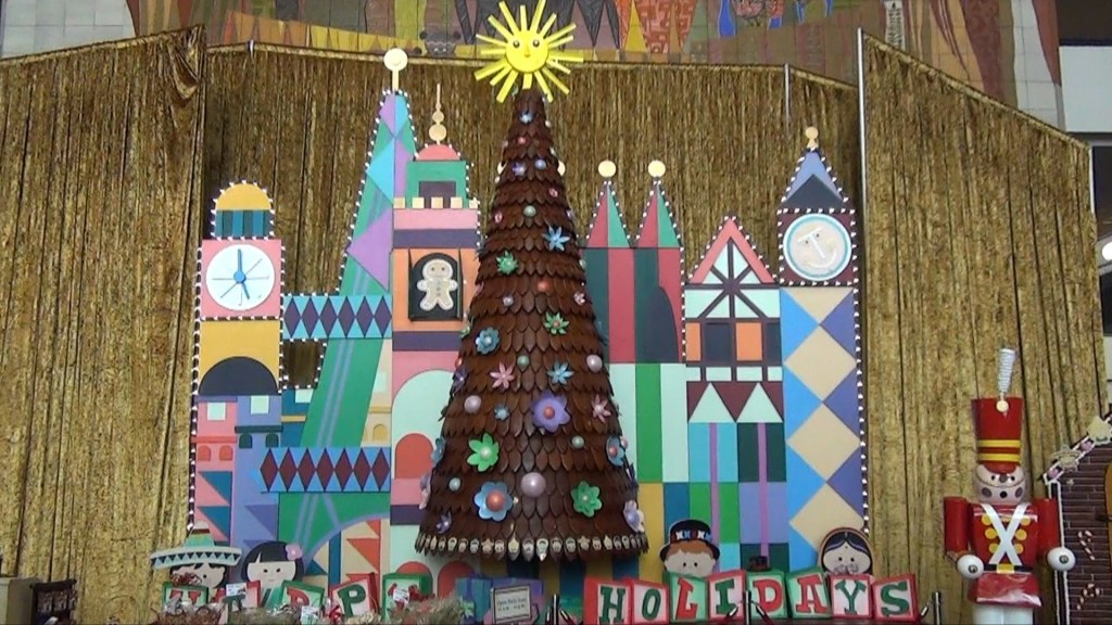 Contemporary Resort Gingerbread Tree. Photo by YouTube.