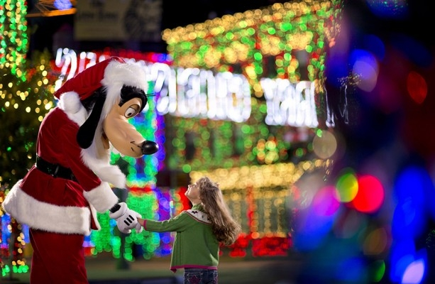 Watch The Osborne Family Spectacle of Lights Live-Photo Credit Disney