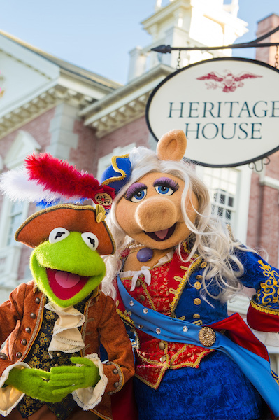 "Beginning in October 2016, the Muppets will star in an all-new live show at Magic Kingdom Park, called ""The Muppets Present… Great Moments in American History."" Sam Eagle, the fiercely patriotic American eagle, will join Kermit the Frog, Miss Piggy, Fozzie Bear, The Great Gonzo and James Jefferson, town crier of Liberty Square, as they gather outside The Hall of Presidents to present historical tales in hysterical Muppets fashion. (Chloe Rice, photographer)"