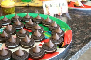 magical mama blog harry potter first birthday party witch's hats oreos kisses