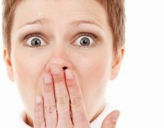 mãe vive mordendo a língua