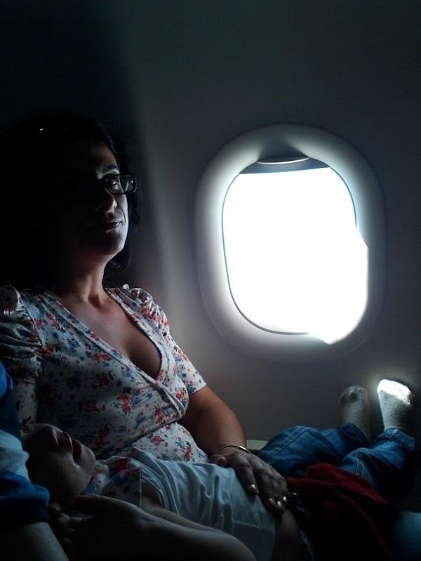 avião com crianças
