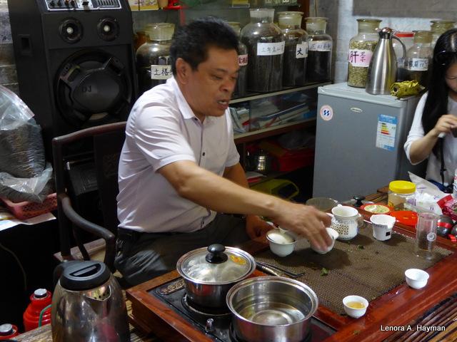 Serving Fujian Oolong, Flowering, White, Black & Green Tea