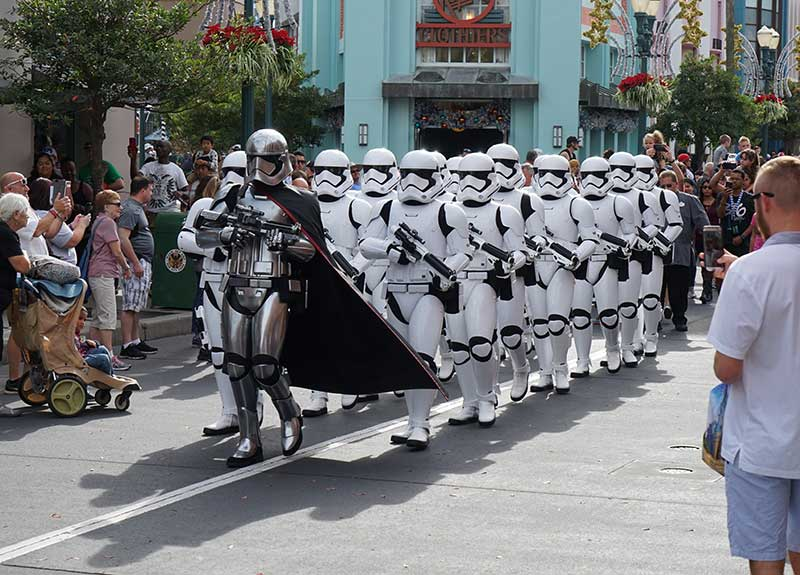 how to find short lines at disney world