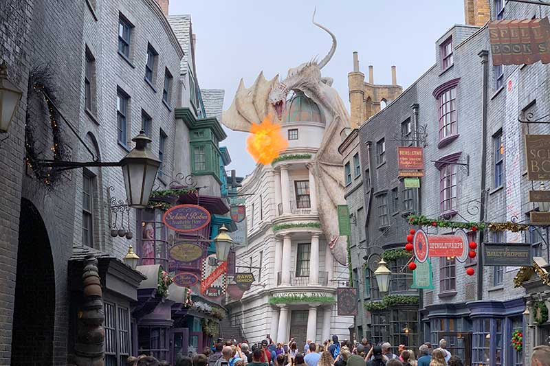 universal orlando reosrt dragon blowing fire