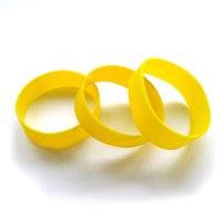 Широкий силиконовый браслет