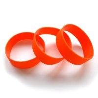 Широкие силиконовые браслеты