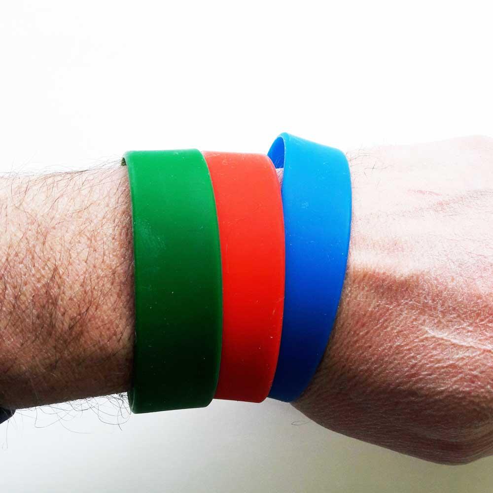 Широкие браслеты 20 мм на руке