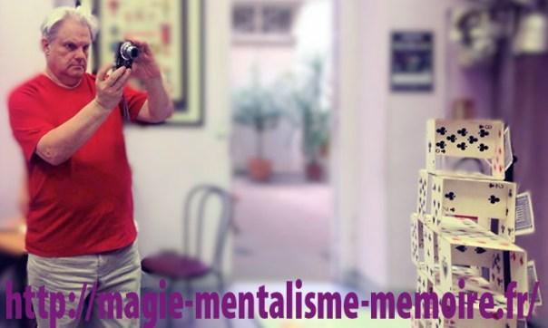 """Hervé """"Noël"""" Guillard pratiquant une autre de ses passions… La photo ! Ph. R. Martens"""