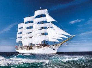 Dar Pomorza sailing