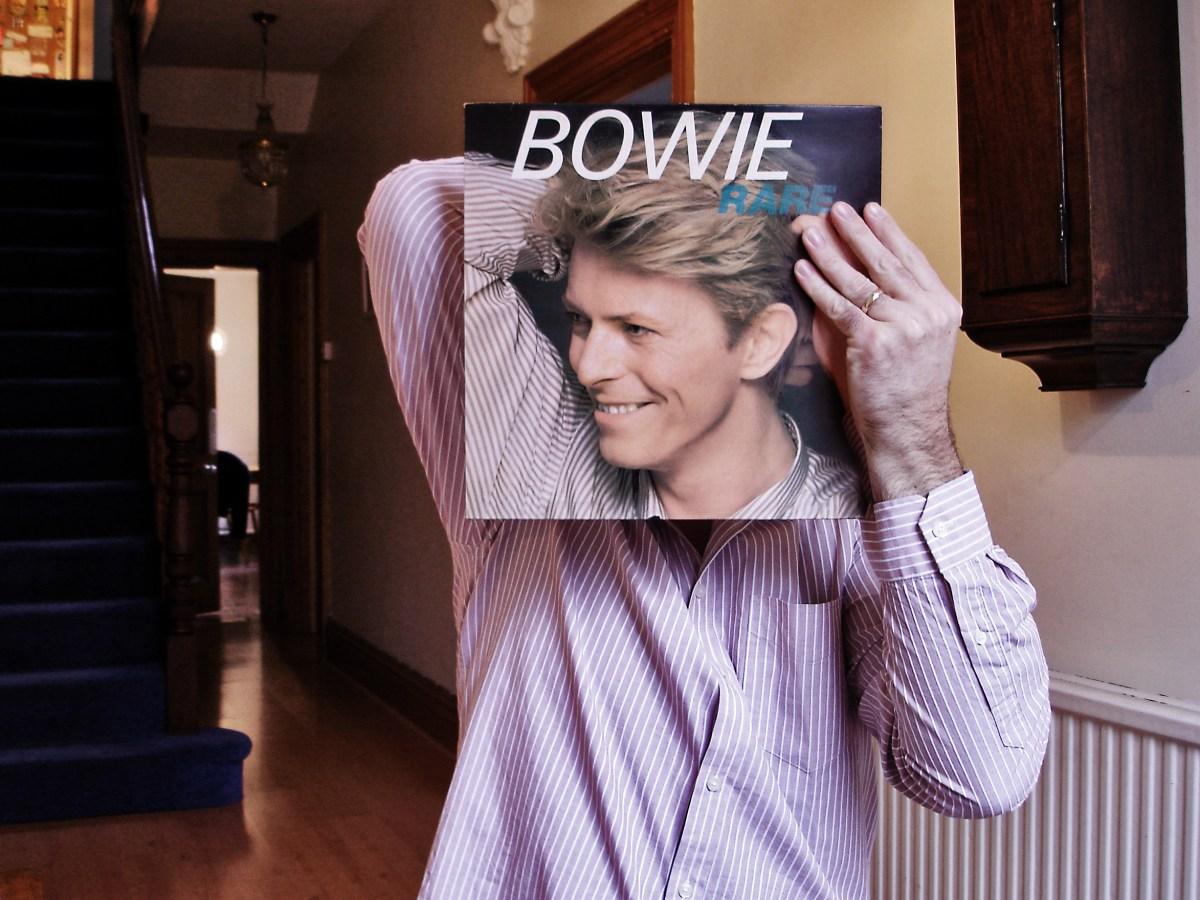 David Bowie se expone y complace en la necesidad que tenemos de interpretar a los cuerpos. Foto: Timcaynes/Flickr
