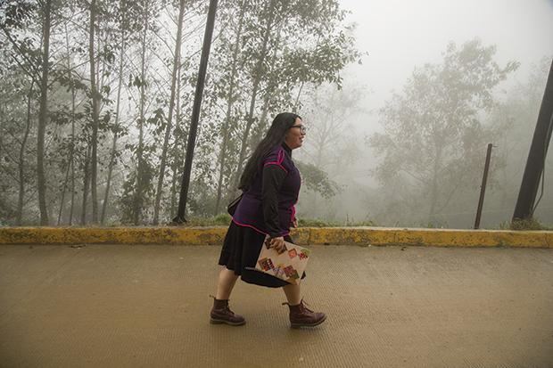 Yásnaya también es defensora del derecho al agua de Ayutla Mixe. Fotos: @victorfotomx
