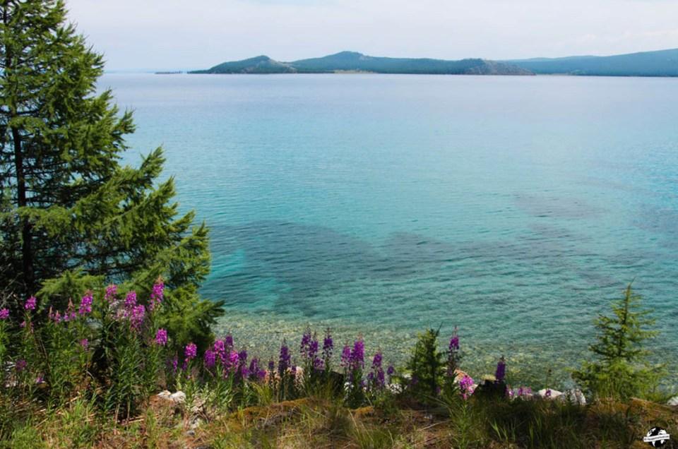 A la découverte du lac Khövsgöl en Mongolie, la perle bleu foncé d'Asie