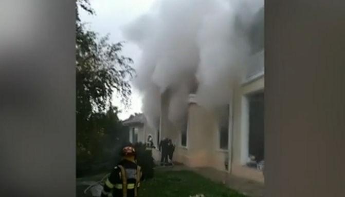 Vila lui Irinel Columbeanu din Izvorani a ars ca o torţă - MagnaNews
