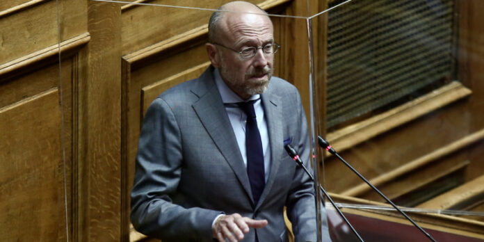 Βαρτζόπουλος για τους ισχυρισμούς Κασιδιάρη: «Δεν ασχολούμαι με γελοιότητες καταδικασμένου ναζί»