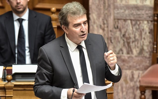 Χρυσοχοΐδης: Να σταματήσουν οι νέοι τις συναθροίσεις