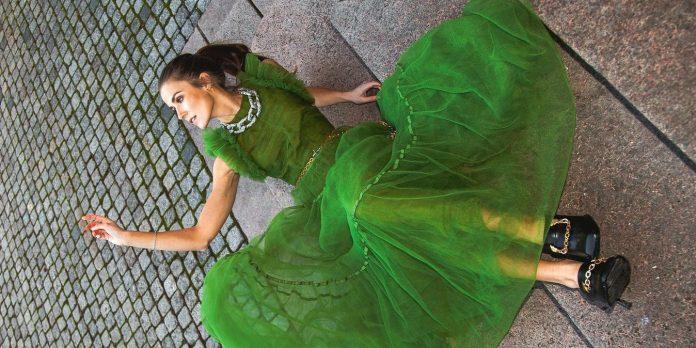 Sheer Dress: Αυτό το φόρεμα θα ορίσει το 2020