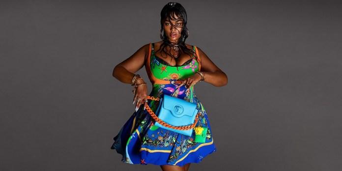 Η Precious Lee είναι το πρώτο Plus Size μοντέλο που πρωταγωνιστεί σε καμπάνια Versace και είναι υπέροχη