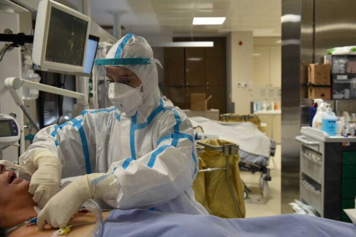 Καμπανάκι από τον Πανελλήνιο Ιατρικό Σύλλογο: Ζητά μέτρα περιορισμού της ιατρικής ευθύνης κατά τη διαχείριση της πανδημίας
