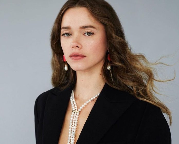 3 stylish ιδέες για να αξιοποιήσεις το μαύρο κοστούμι σου μέσα στον Απρίλιο