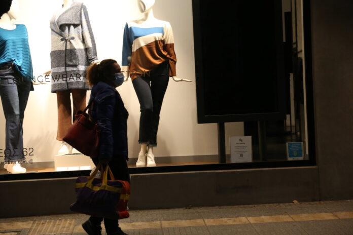 Αντάρτικο εμπόρων σε Θεσσαλονίκη – Πάτρα: «Σηκώνουν ρολά» στα καταστήματά τους τη Δευτέρα