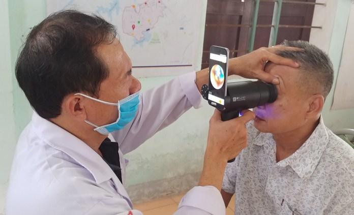 Galaxy Upcycling: Παλιά Smartphones χρησιμοποιούνται για διάγνωση οφθαλμολογικών παθήσεων