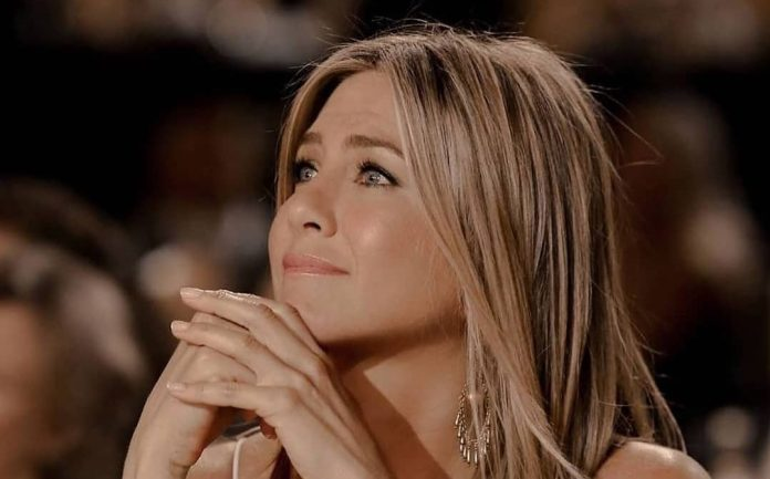 Girl Boss: Το ανδρόγυνο look της Jennifer Aniston παίρνει 10′