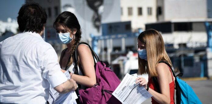 Ανοίγει ο δρόμος για την κατάργηση της μάσκας σε εσωτερικούς χώρους