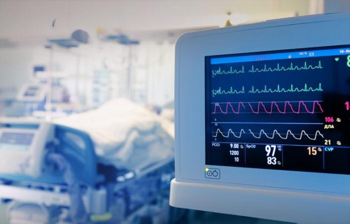 Κρίσιμες ώρες για τη 44χρονη που έπαθε θρόμβωση μετά το εμβόλιο της AstraZeneca
