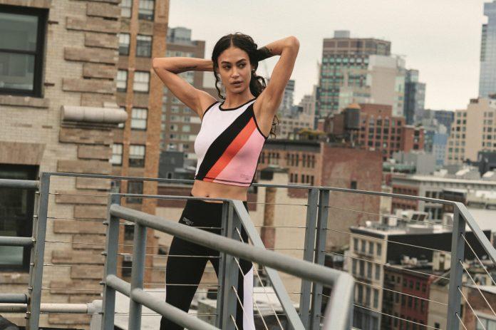 Η νέα συλλογή της DKNY ανεβάζει το στυλιστικό παιχνίδι σε άλλο επίπεδο