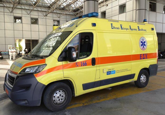 Δίκυκλο παρέσυρε γυναίκα σε αναπηρικό καρότσι στη Δημητριάδος