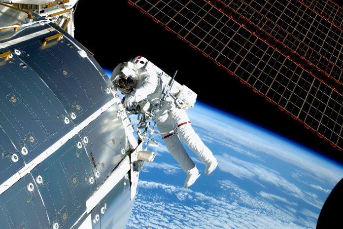 Κινέζοι αστροναύτες κάνουν τον διαστημικό τους περίπατο