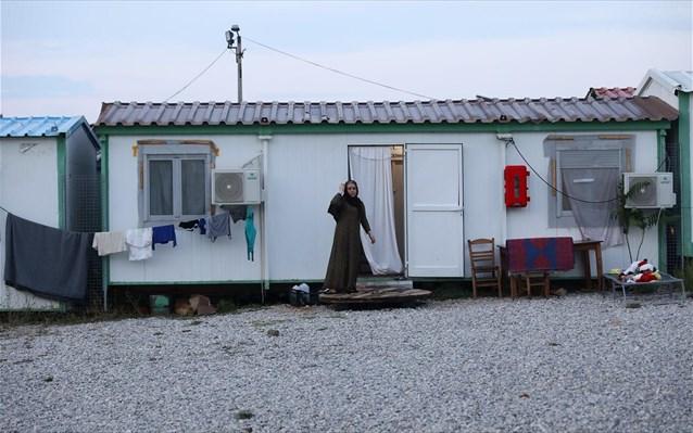 Εκκενώνεται η δομή μεταναστών στη Μαλακάσα