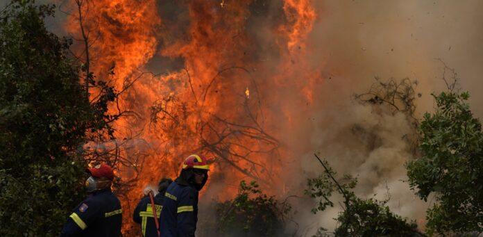 Πέρασε μέσα από οικισμούς η φωτιά στην Αρκαδία