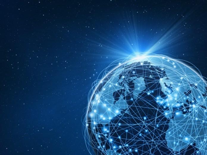 Google, Facebook: Μήπως ήρθε η ώρα της αποκέντρωσης για το Internet;