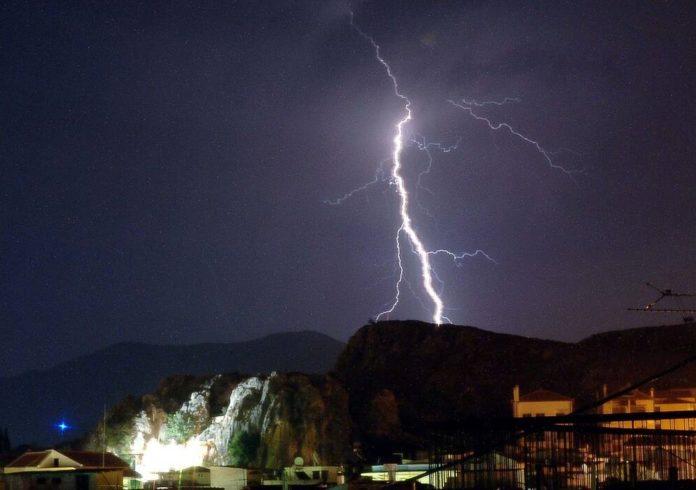Αρναούτογλου: «Βουτιά» 13 βαθμών Κελσίου – Πού θα σημειωθούν καταιγίδες τις επόμενες ώρες