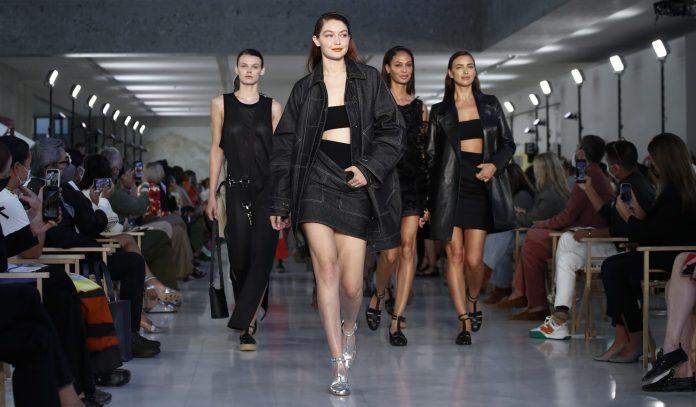 Milan Fashion Week: Για την Max Mara είμαστε όλες «σύγχρονες επαναστάτριες»