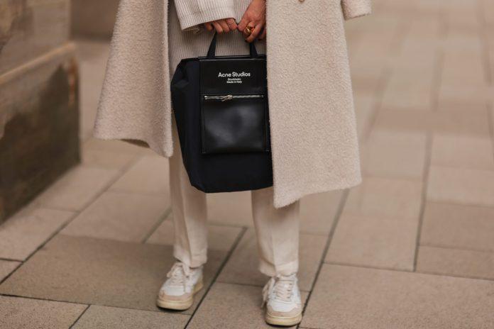 5 Tips για να είναι τα λευκά σου Sneakers… πάντα λευκά!